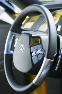 Citroen-C-SportLounge-Concept-Steering-Wheel-260x390