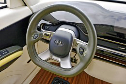 Kia-KV7-Concept-Steering-Wheel-260x173